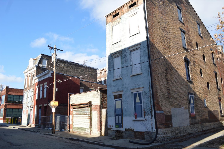 213 Kemp Alley, Cincinnati, OH 45202