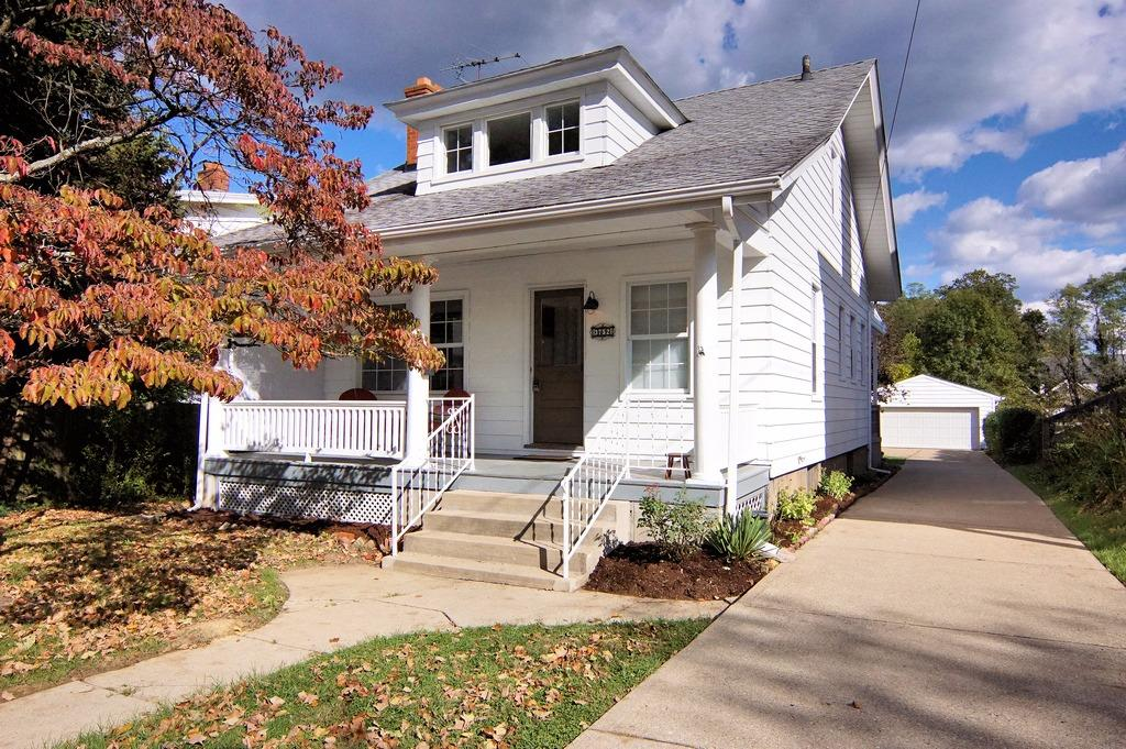One of a Kind Restoration w/Modern Flair!Charming 3+Bdrm 2Bth 2CarGar 2Sty Located on .578 AC Lot That Backs To Hyde Park CC Golf Course!Open First Flr Living Space w/Loads of Character!All New Kit w/White Cabs,Granite Tops & S/S Appls!Two Unique & Fully Remodeled Ceramic Tile Baths!Spacious 1st Flr Bdrms + 2nd Flr MBdrm w/adjoining Study/4th Bdrm!
