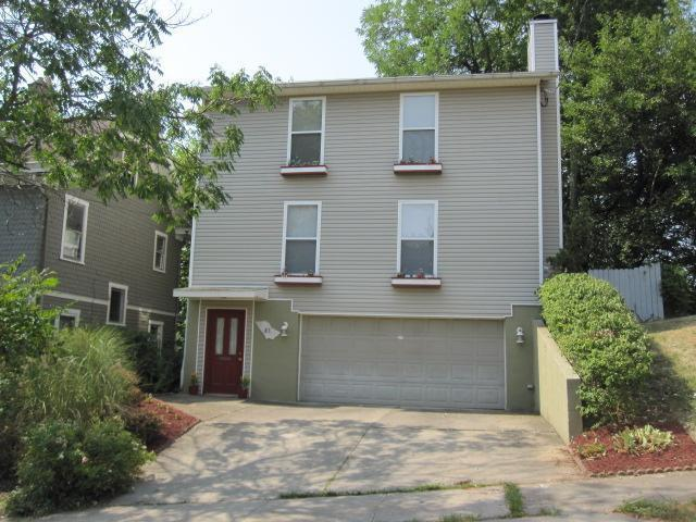 Modern home with attached 2 car garage located In the Clifton Gaslight District!!!!.Great Condition!! Ready to Move In!! Deck with view off kitchen/dining room. Near University of Cincinnati, Hospitals, Cincinnati Zoo and I-75. MOTIVATED SELLER THATS READY TO NEGOTIATE!!.