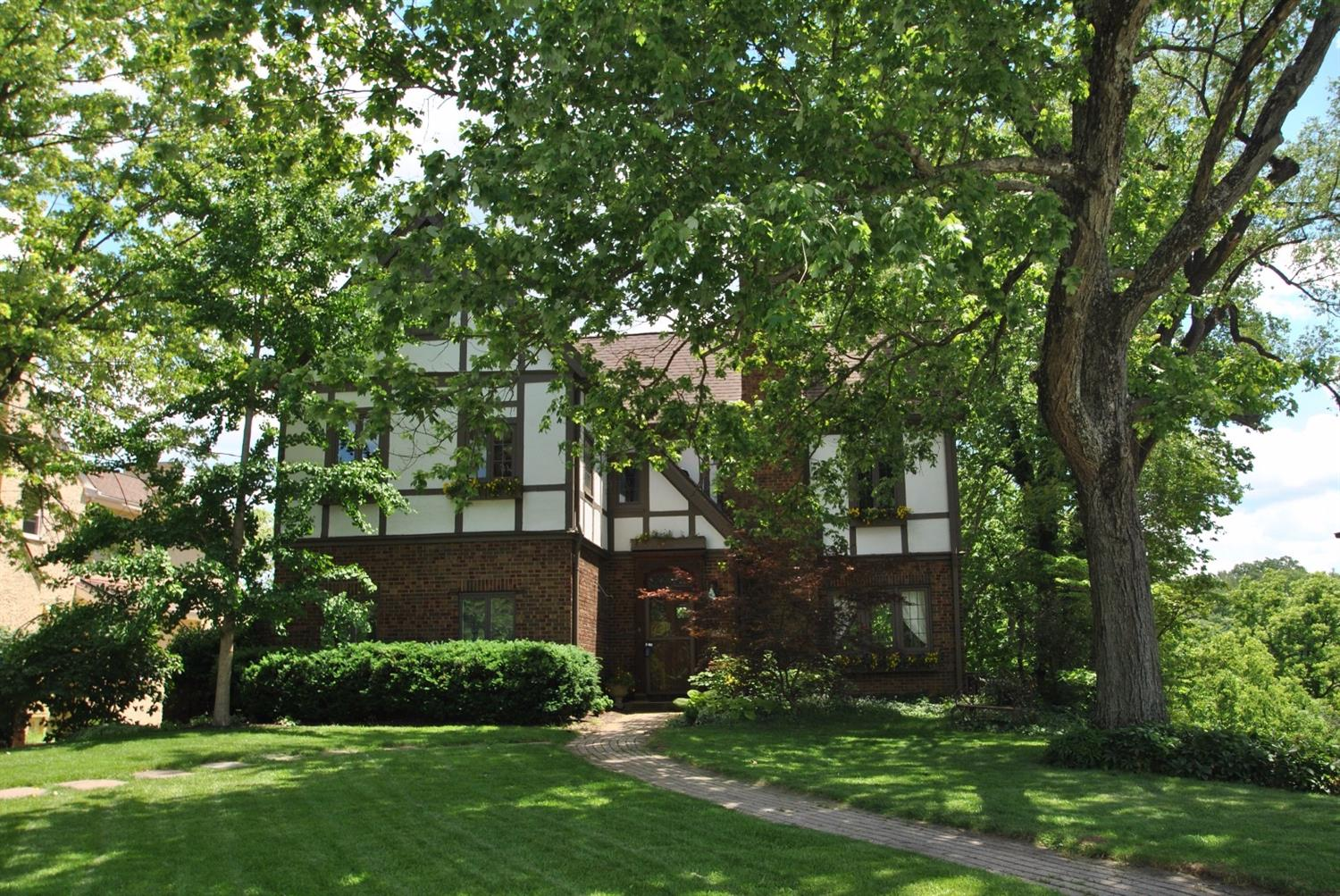 3825 Earls Court View, Cincinnati, OH 45226