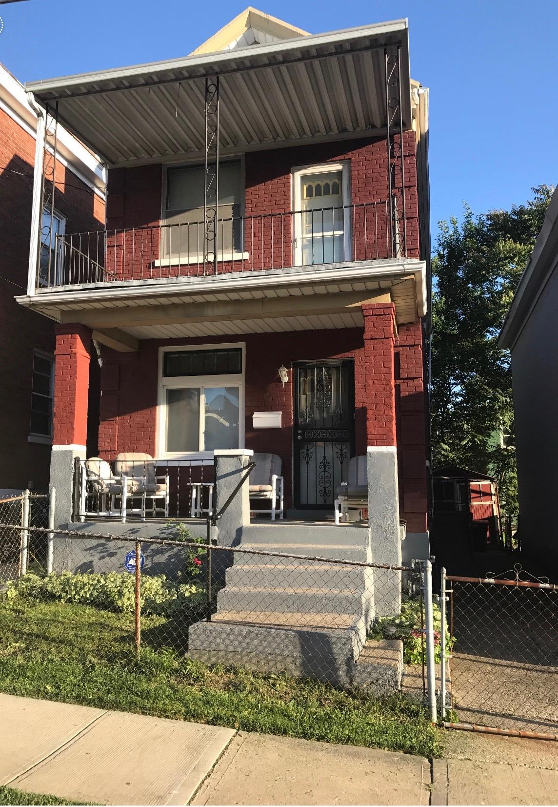 **Sound building in need of some updating, but definitely a diamond in the rough, located minutes from UC, the hospitals and downtown *    ******Motivated Seller******Owner Ready to Negotiate*****