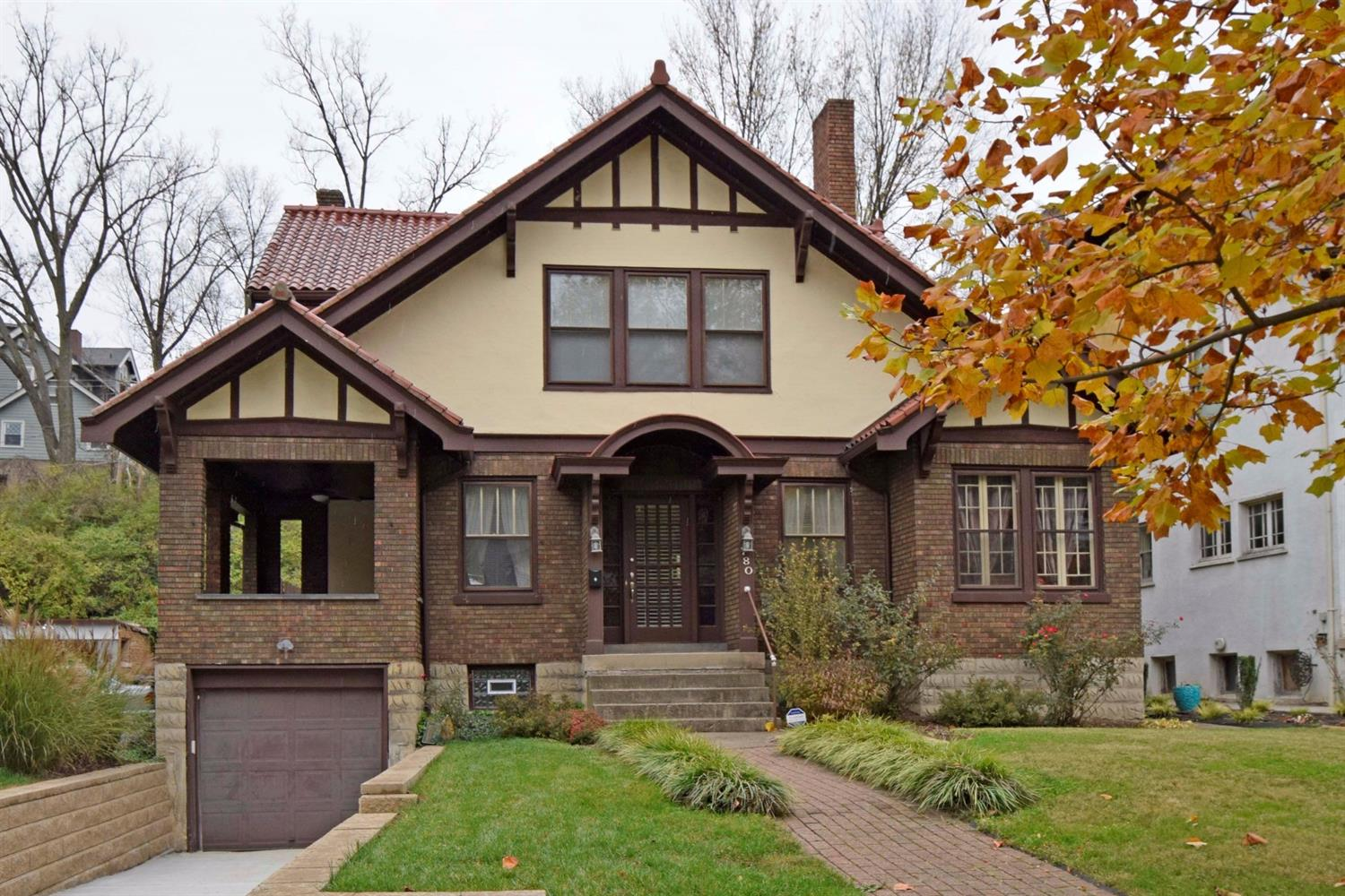 Charming home in historical Avondale. Gracious open floor plan that can be used in the eyes of the beholder. Spacious rooms w/9'+ ceilings. Private, flat, fenced rear yard. A must see!
