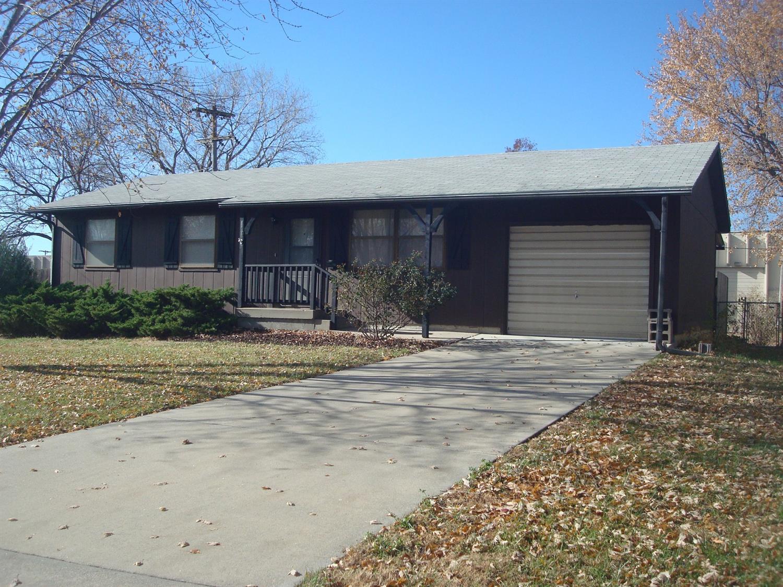 801 Oakwood Drive, Emporia, KS 66801