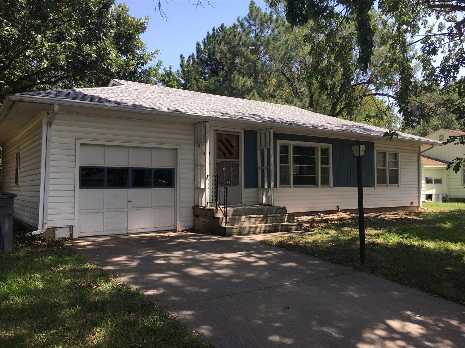 924 Lakeview, Emporia, KS 66801