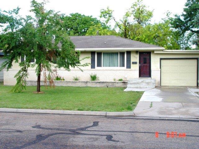 1717 Parkwood Lane, Garden City, KS 67846