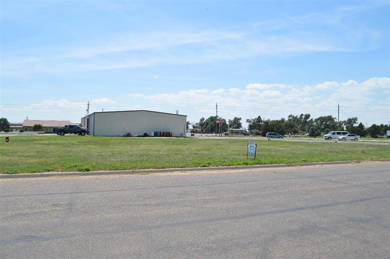E Fulton Plaza, Garden City, KS 67846