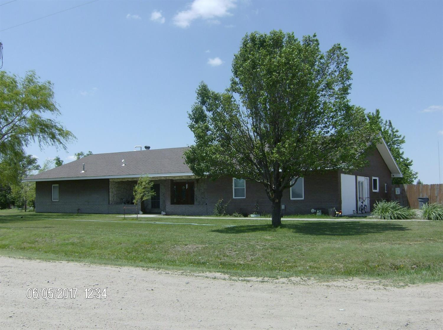 2565 N Sherlock Road, Garden City, KS 67846