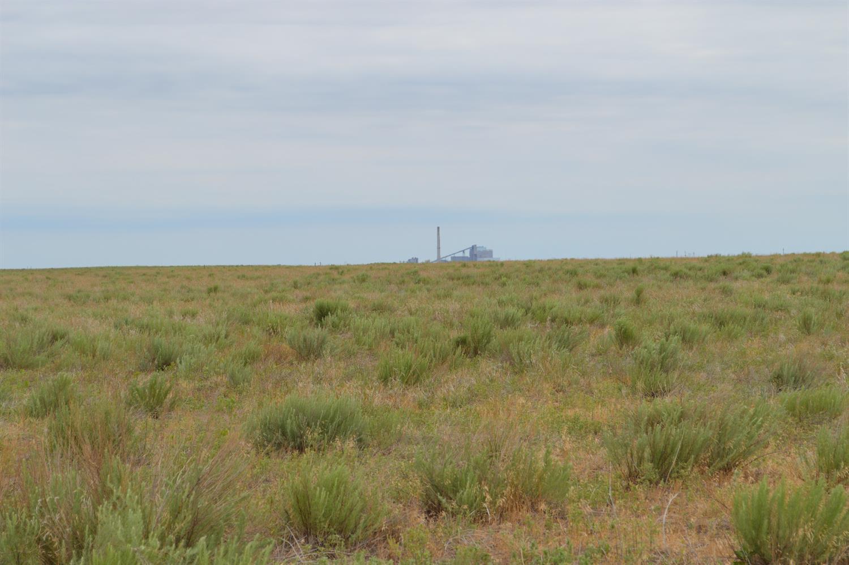 437 Freedom Acres, Holcomb, KS 67851