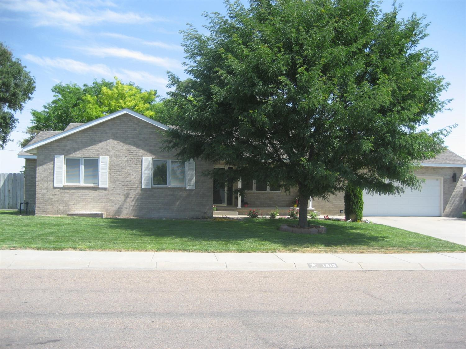 1813 Pioneer Road, Garden City, KS 67846