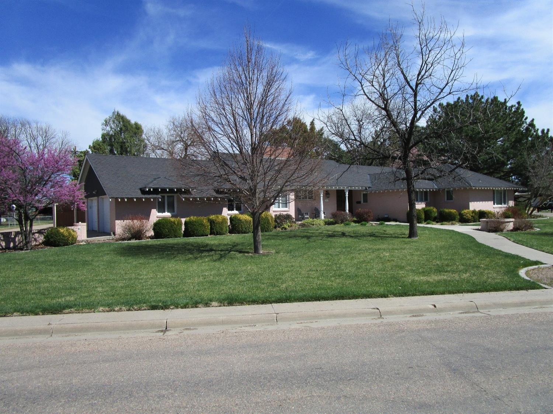 1002 Center Street, Garden City, KS 67846