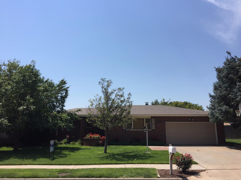 1014 E Lamplighter Lane, Garden City, KS 67846