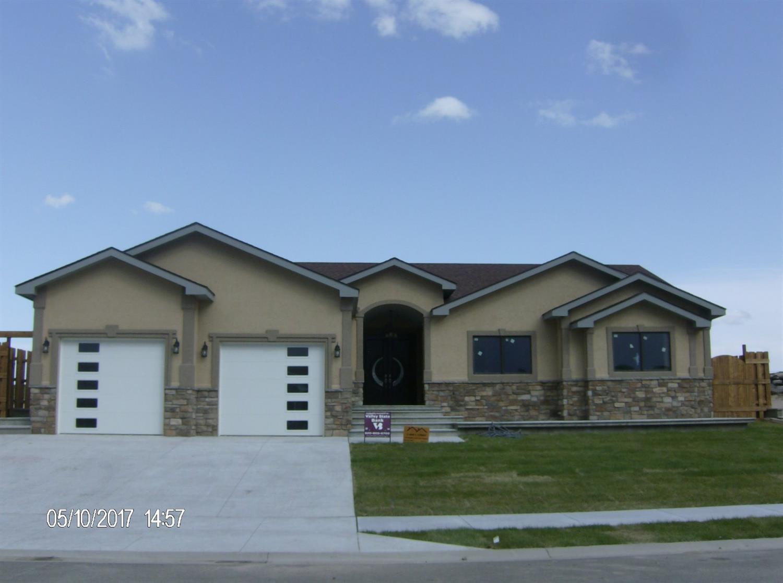 2270 Glenwood Drive, Garden City, KS 67846