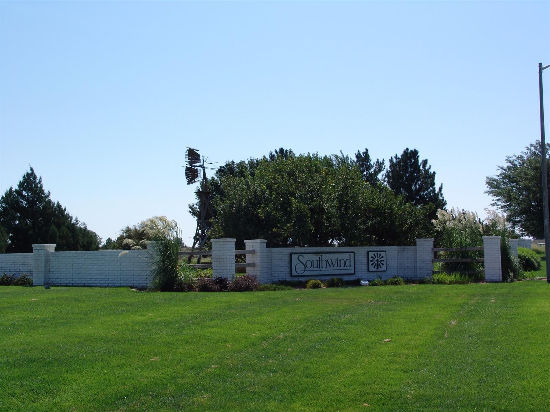 1407 Grandview East Dr, Garden City, KS 67846