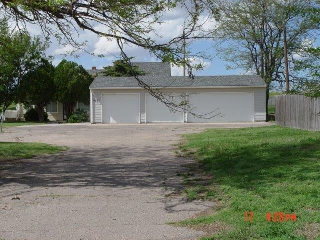 407 W Florence Avenue, Garden City, KS 67846