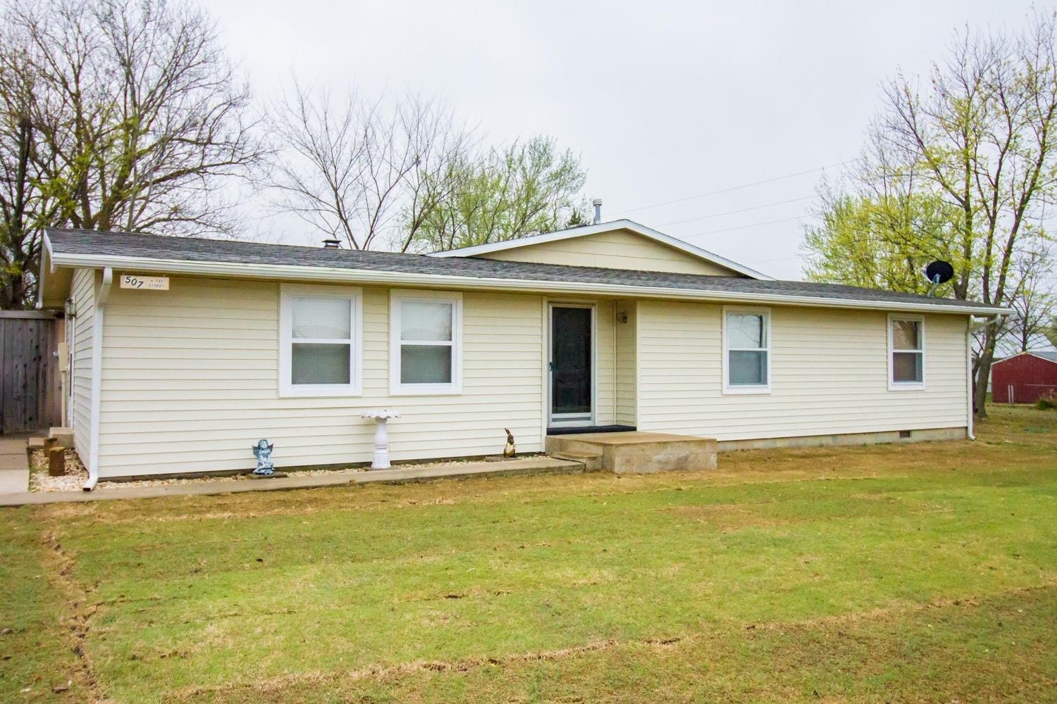 507 N East, Caney, KS 67337