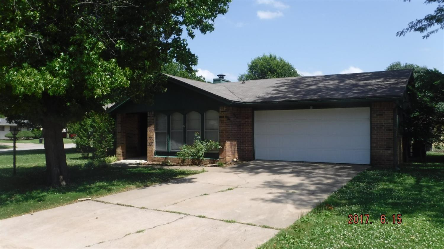 952 Crescent Drive, Independence, KS 67301