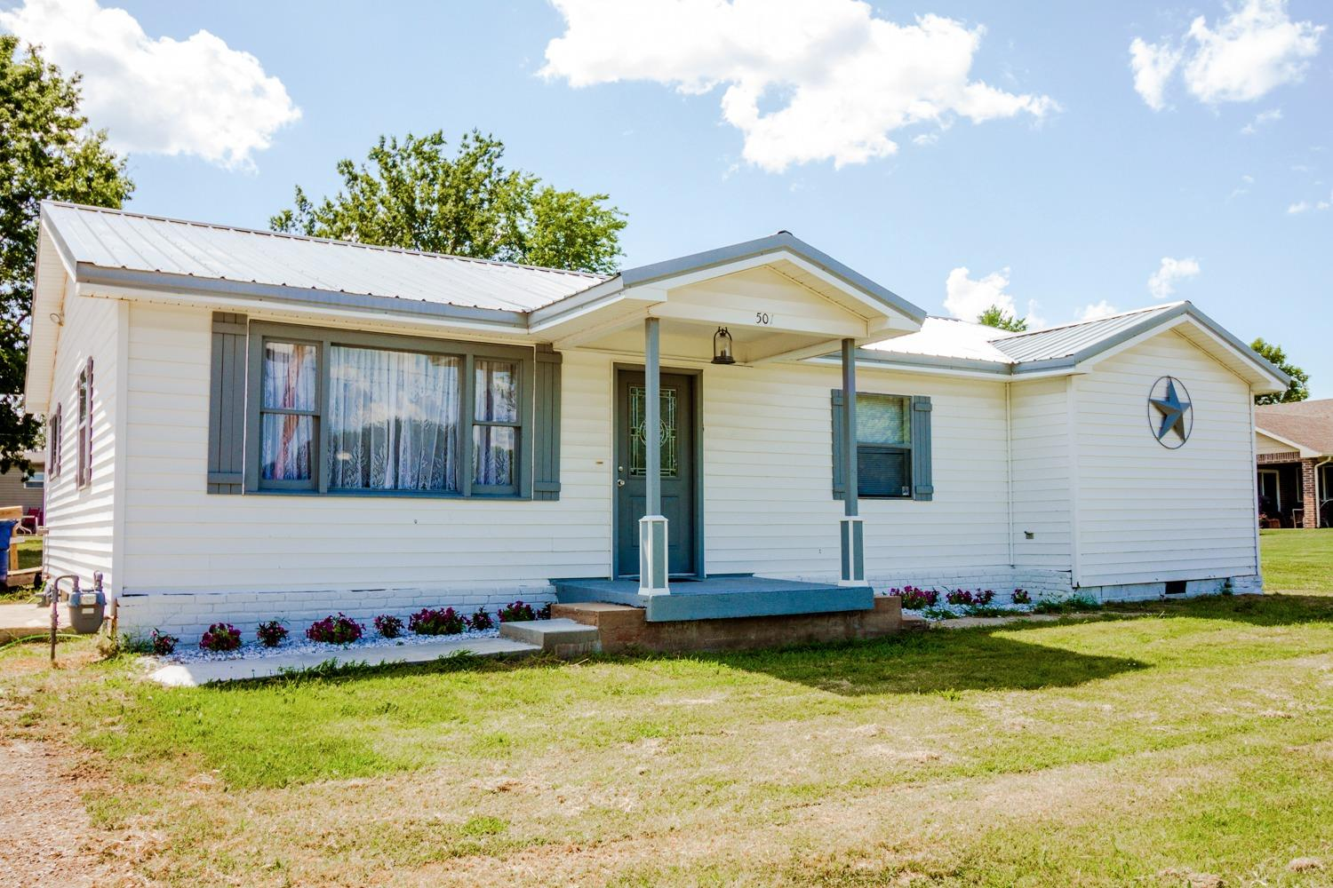 501 N Smith, Caney, KS 67333
