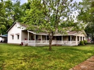304 E 5th Avenue, Caney, KS 67333
