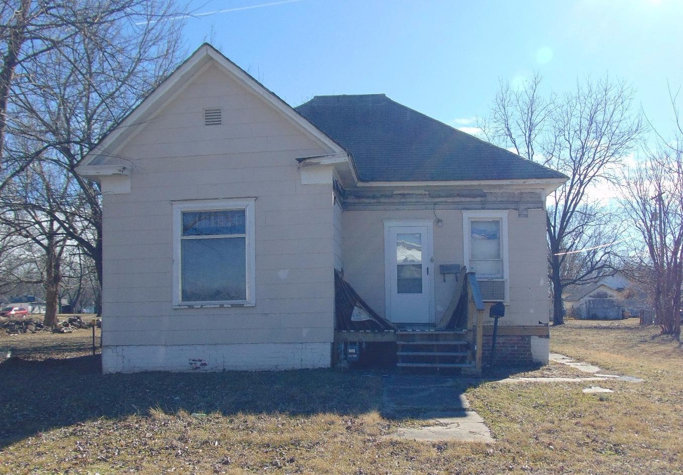 309 W 4th Street, Cherryvale, KS 67335