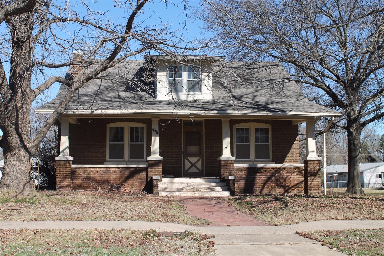 724 E 4th Street, Cherryvale, KS 67335