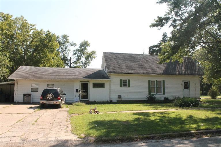 1027 W Chestnut Street, Independence, KS 67301