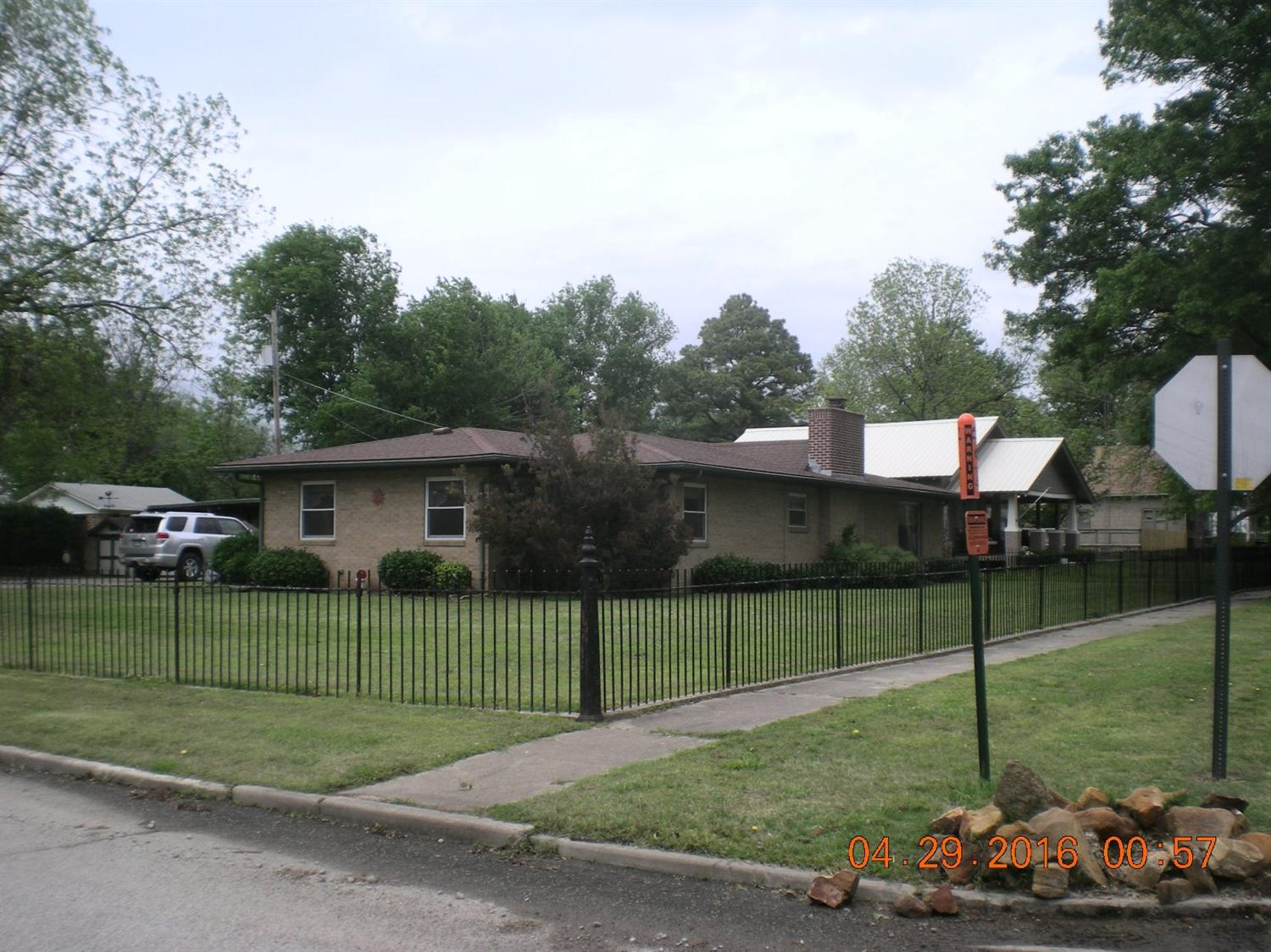 300 W 6th, Caney, KS 67333