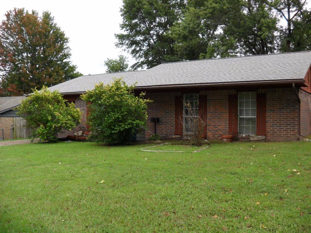 1307 W 1st Street, Coffeyville, KS 67337
