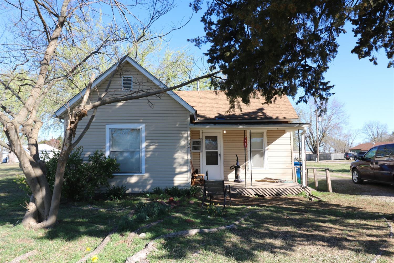 904 W 4th Street, Cherryvale, KS 67335