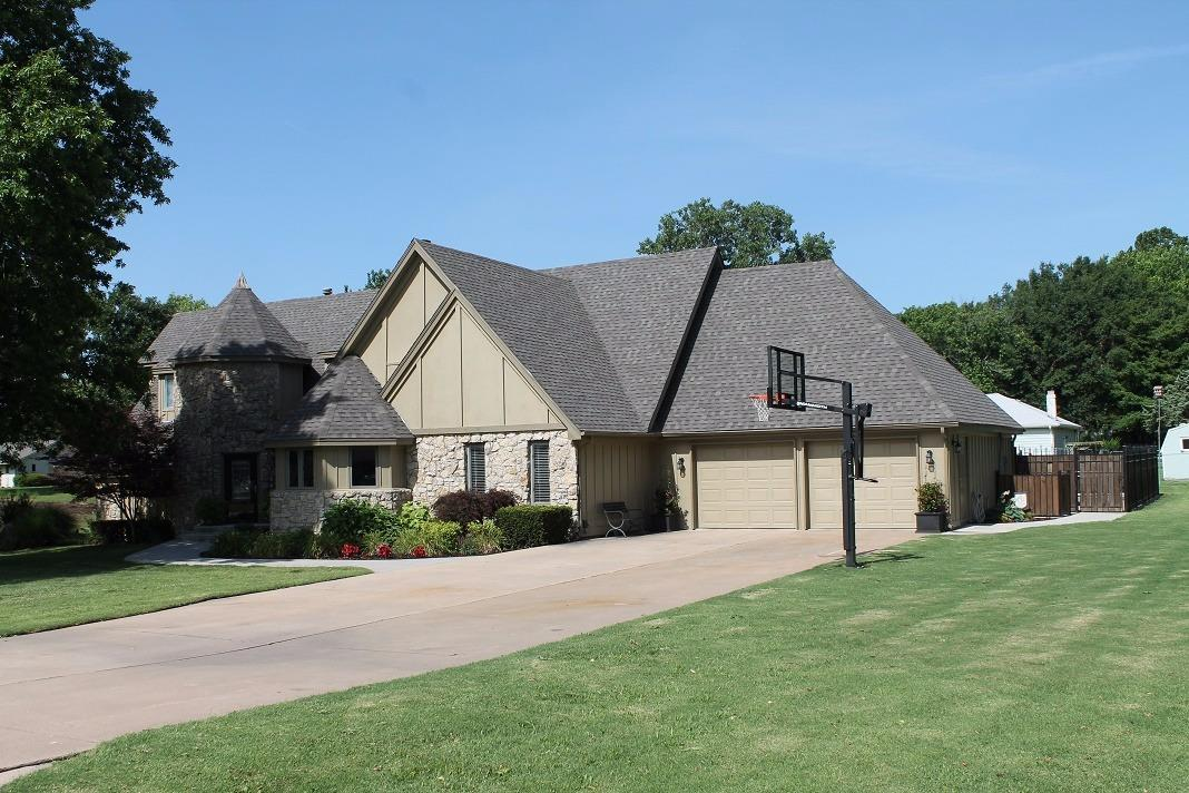 2701 Country Club Circle, Independence, KS 67301