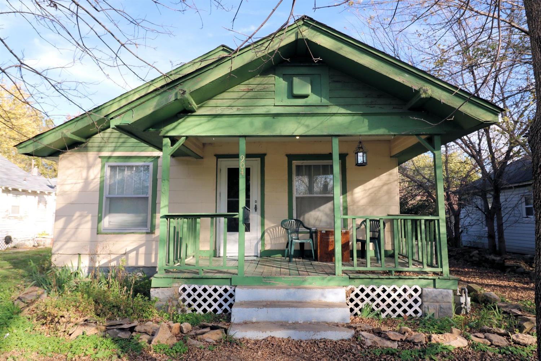 904 W Cottonwood Street, Independence, KS 67301