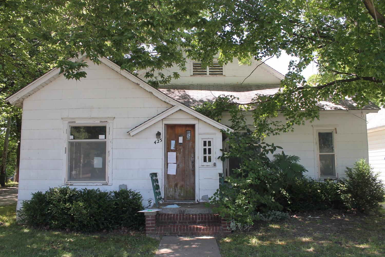 425 W Clark Street, Cherryvale, KS 67335