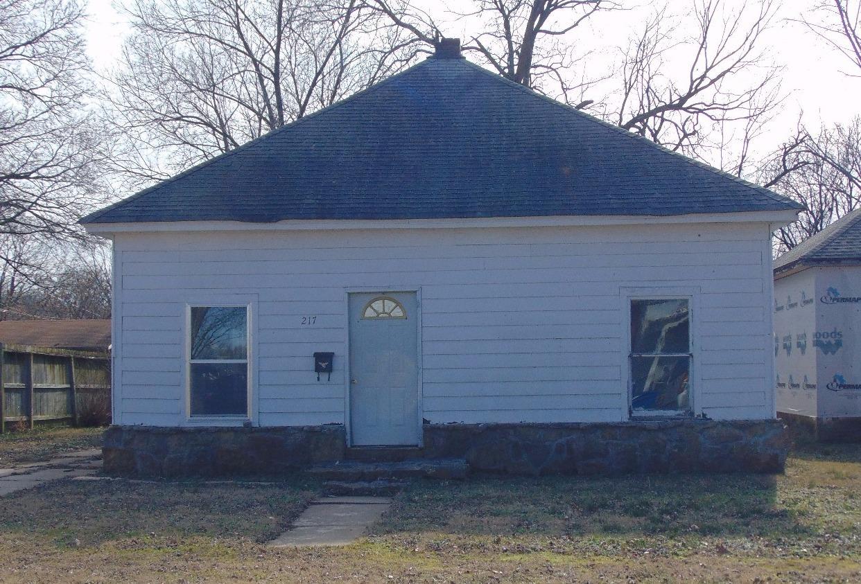 217 E 5th Street, Cherryvale, KS 67335