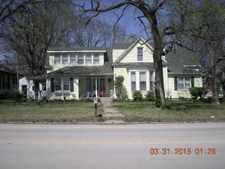 119 E 4th Avenue, Caney, KS 67333