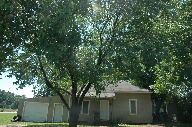 1206 Chess Avenue, Parsons, KS 67357