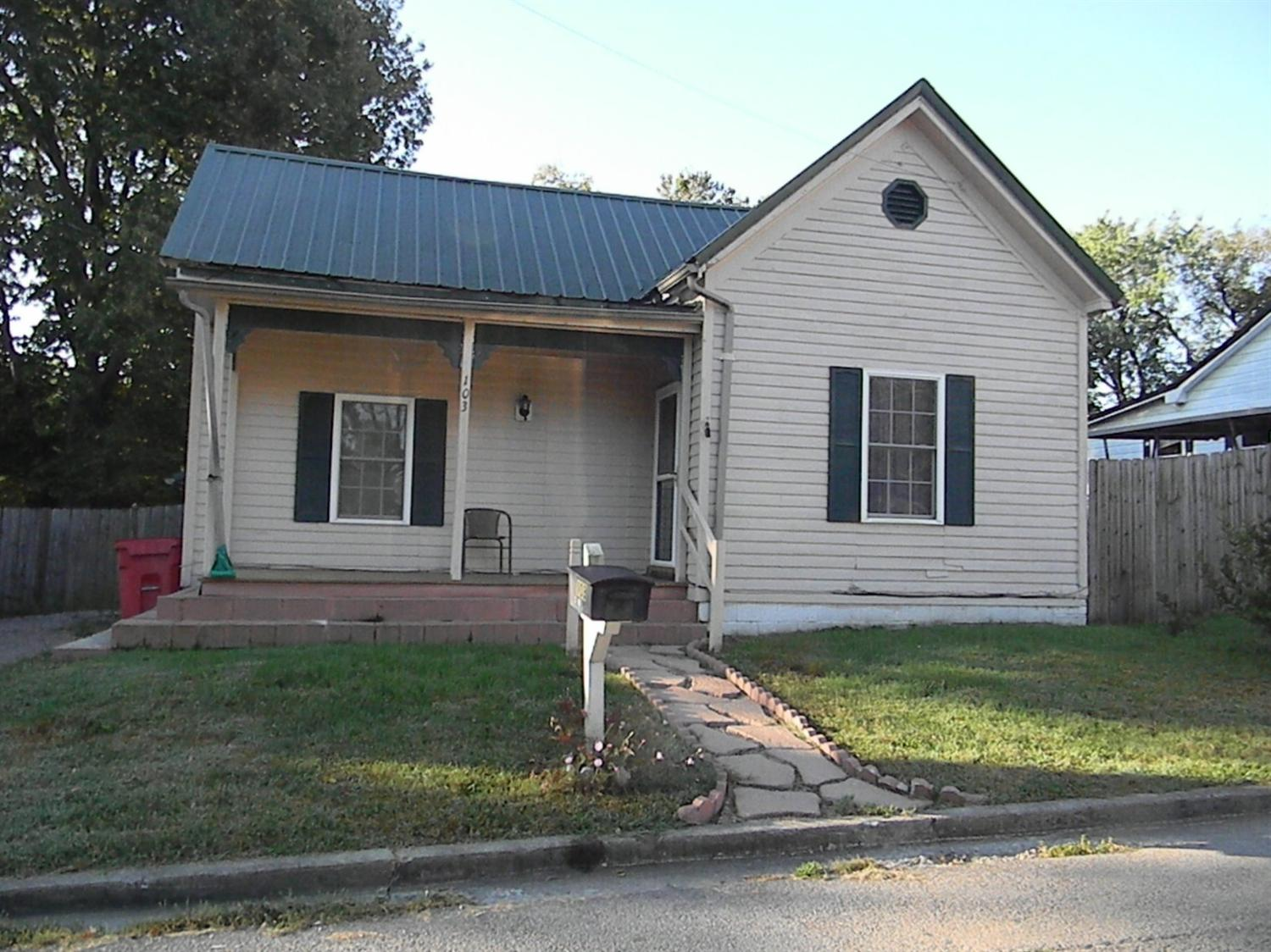 103 Smith Ave Cynthiana, KY 41031