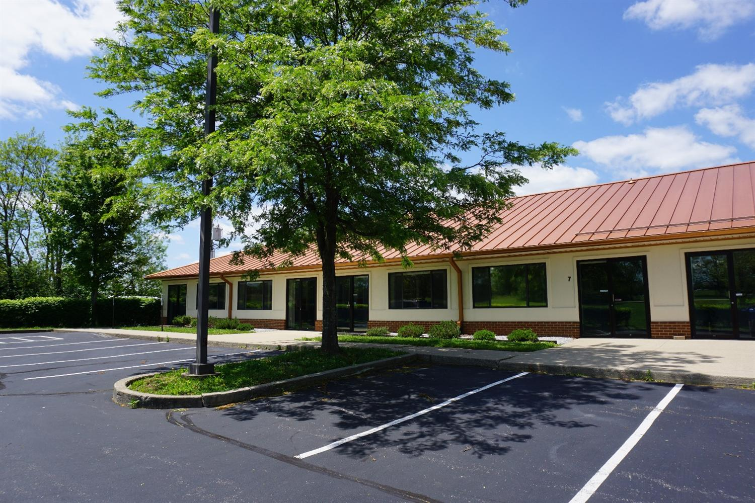 1,000%20sq.%20ft.%20commercial/office%20space%20located%20right%20off%20Main%20St%20and%20US-27%20Bypass%20beside%20Sutherland%20Chevrolet,%205%20Miles%20south%20of%20Lexington.%20Open%20floor%20plan%20can%20be%20broken%20down%20into%20multiple%20Offices,%20conference%20room.%20Kitchen/%20Break%20Area%20and%20Bathroom.%20Tenant%20is%20responsible%20for%20Gas,%20Electric,%20water($75),%20Trash%20included.%20No%20CAM%20(Common%20area%20maintenance)%20Fees!%20Additional%20pictures%20of%20connected%20available%203,000%20square%20feet.%20Can%20sub-divide%20if%20needed.