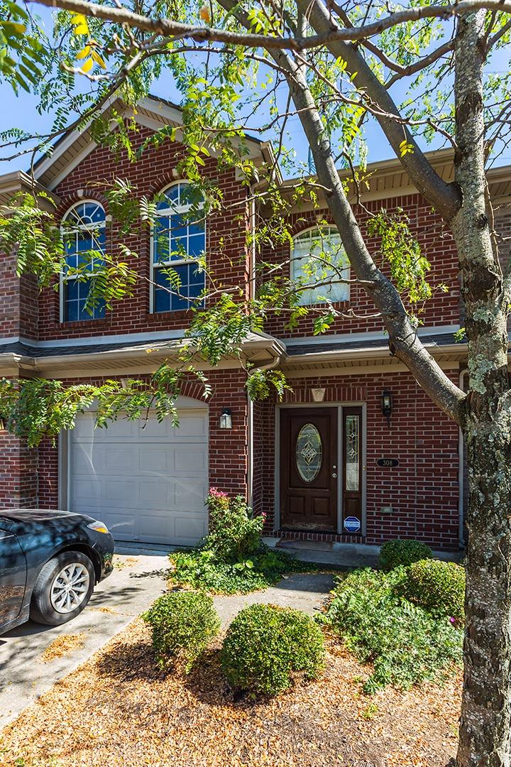 Wow%20what%20a%20great%20location.%20%20This%20townhouse%20is%20inside%20new%20circle%20just%20off%20Nicholasville%20Road.%20%20The%20living%20room%20and%20kitchen%20are%20an%20open%20concept.%20%20The%20powder%20room%20is%20located%20conveniently%20in%20the%20hallway%20on%20the%20first%20floor.%20%20Upstairs%20is%20a%20large%20master%20suite%20with%20walk%20in%20closet.%20%20There%20are%202%20guest%20bedrooms.%20%20The%20one%20car%20garage%20is%20a%20nice%20perk.%20%20The%20carpets%20will%20be%20professionally%20cleaned%20upon%20the%20tenant%20moving%20out.