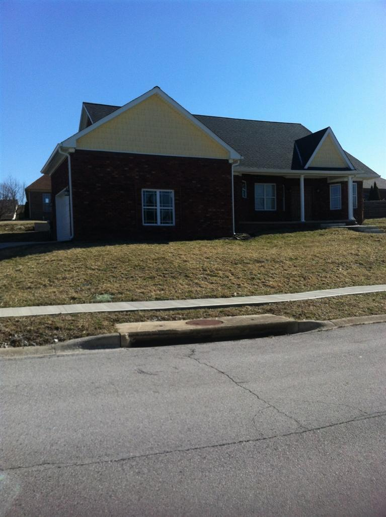 136 Castlewood Dr Richmond, KY 40475