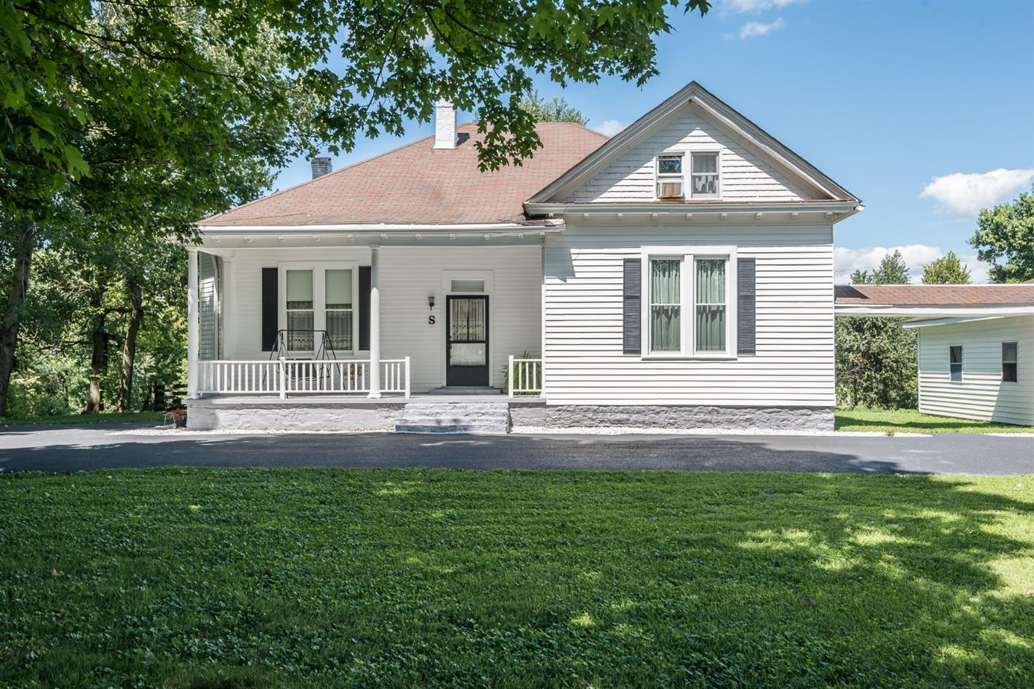 Wow!%20Look%20at%20the%20charm%20and%20appeal%20this%20farm%20house%20on%206%20acres%20has%20to%20offer!%204%20bedrooms%20-%20could%20be%20more%20depending%20on%20your%20needs,%203%20full%20baths,%205%20working%20%20fireplaces,%20hardwood%20floors,%20tons%20of%20storage!%20Enjoy%20beautiful%20views,%20even%20rainy%20days%20from%20the%20covered%20porch%20and%20let%20the%20sounds%20of%20summer%20lull%20you%20to%20sleep%20%20in%20your%20hammock%20on%20cool%20nights.%20Plenty%20of%20room%20for%20a%20couple%20of%20horses,%20raise%20your%20own%20gardens%20and%20let%20the%20kids%20roam.%20Country%20living%20just%20minutes%20from%20town,%20%20schools,%20shopping,%20churches!