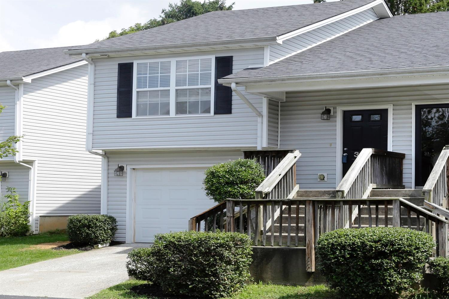 Immaculate%20townhome%20located%20on%20a%20culdesac%20with%20NEW%20Paint%20&%20NEW%20Stainmaster%20Carpet%20&%20pad%20conveniently%20located%20close%20to%20New%20Circle%20Rd,%20downtown,%20&%20UK!%20%20Looking%20for%20a%20great%20starter%20home%20with%20low%20maintenance?%20%20Look%20no%20further!%20%20You'll%20love%20the%20neutral%20decor,%20open%20floorplan,%20laminate%20wood%20flooring,%20vaulted%20ceilings,%20plantation%20style%20blinds,%20and%20spacious%20kitchen%20with%20all%20Frigidaire%20appliances%20conveying%20to%20buyer%20including%20refrigerator,%20range,%20microwave,%20disposal,%20and%20dishwasher.%20%20As%20an%20added%20bonus,%20the%20washer%20&%20dryer%20also%20convey!%20%20This%20home%20features%20two%20spacious%20bedrooms%20with%20attached%20full%20baths%20and%20walk-in%20closets%20as%20well%20as%20a%20half%20bathroom%20for%20guests.%20The%20HOA%20fee%20covers%20roofs/gutters,%20lawn%20maintenance,%20snow%20removal%20on%20roads,%20and%20swimming%20pool/pool%20house.%20%20Hurry%20to%20schedule%20your%20showing%20today!