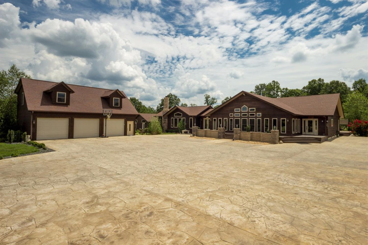 Equestrian Properties * Horse Farms * Cattle Farms