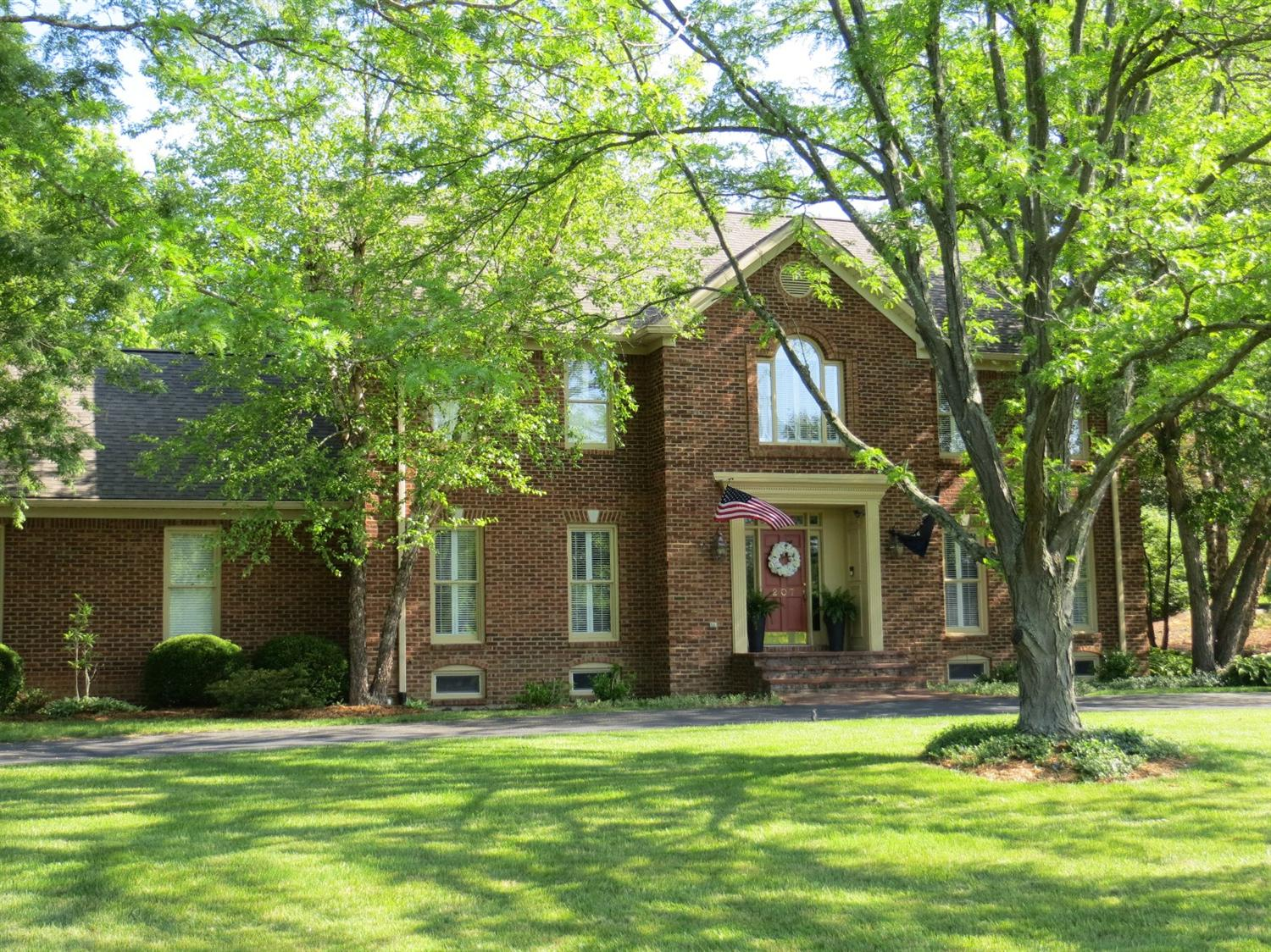 207%20Stonehedge%20Dr,%20Frankfort,%20KY%2040601