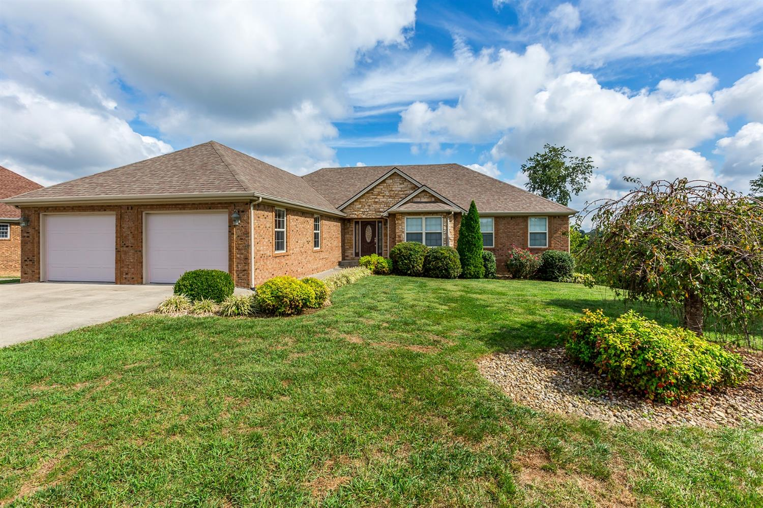 Home For Sale at 149 Castlewood Dr, Richmond, KY 40475