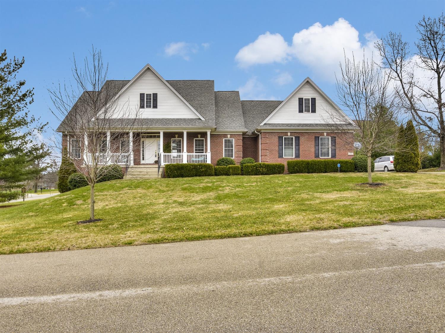 Home For Sale at 207 Stonehedge St, Frankfort, KY 40601