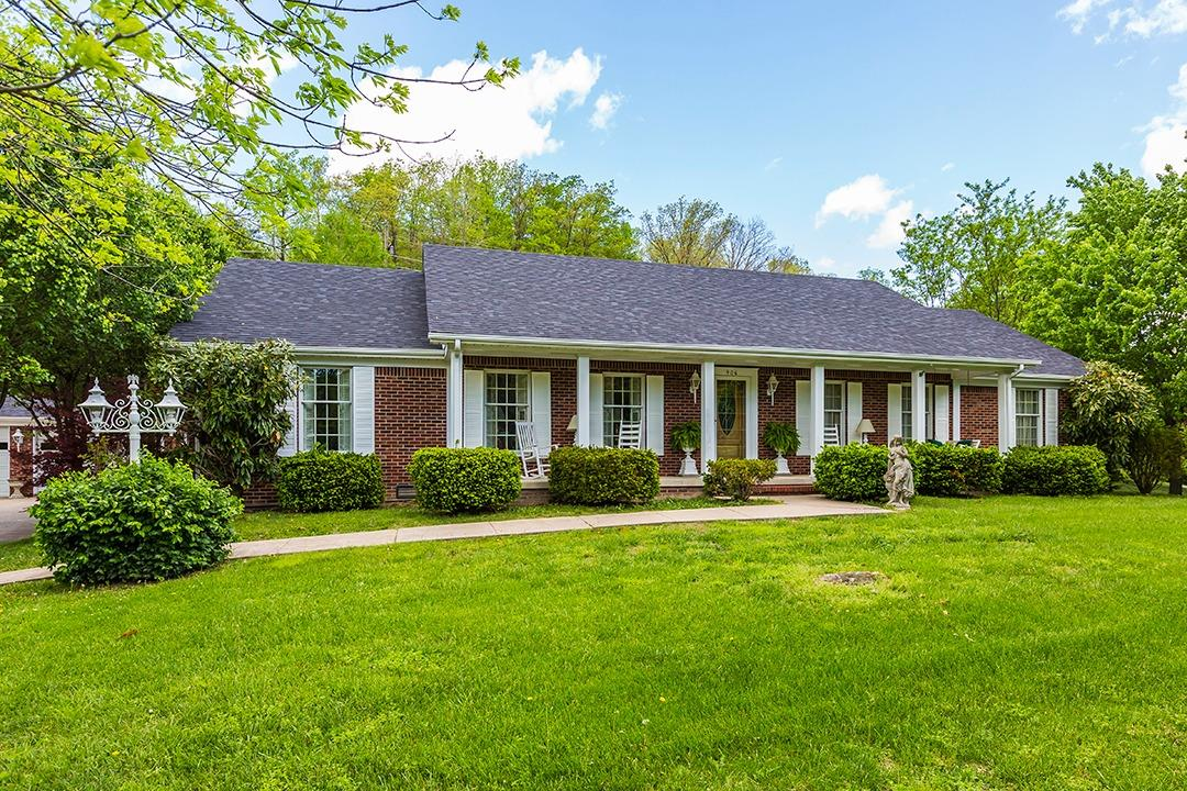 Home For Sale at 906 S Dogwood Dr, Berea, KY 40403