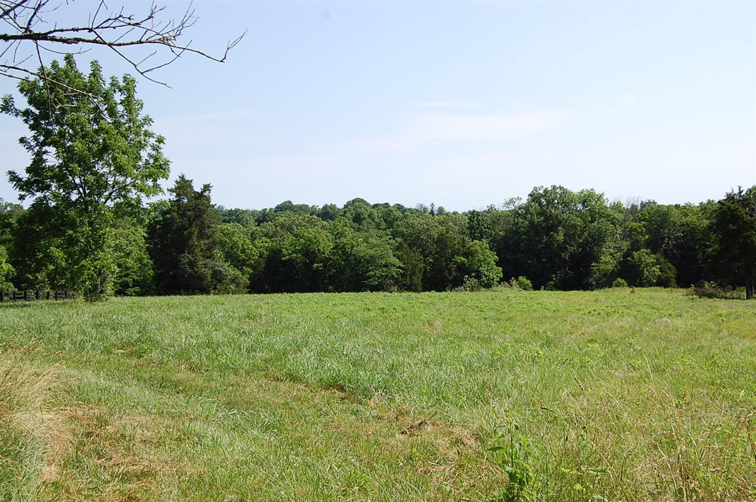 A%20rare%20find%20in%20Woodford%20County!!%20%205+%20acre%20tract%20with%20Clear%20Creek%20frontage,%20woods,%20and%20cleared%20land%20in%20Elm%20Corner%20Estates%20subdivision%20-%20a%206-parcel%20gated%20community.%20%20Covenants%20and%20restrictions%20and%20road%20maintenance%20agreement%20apply.%20%20Conduit%20for%20electric,%20phone,%20and%20waterline%20for%20water%20are%20run%20to%20the%20property.%20%20Will%20need%20to%20make%20an%20apopintment%20to%20see.%20%20Adjoining%205.5%20acres%20is%20also%20available.