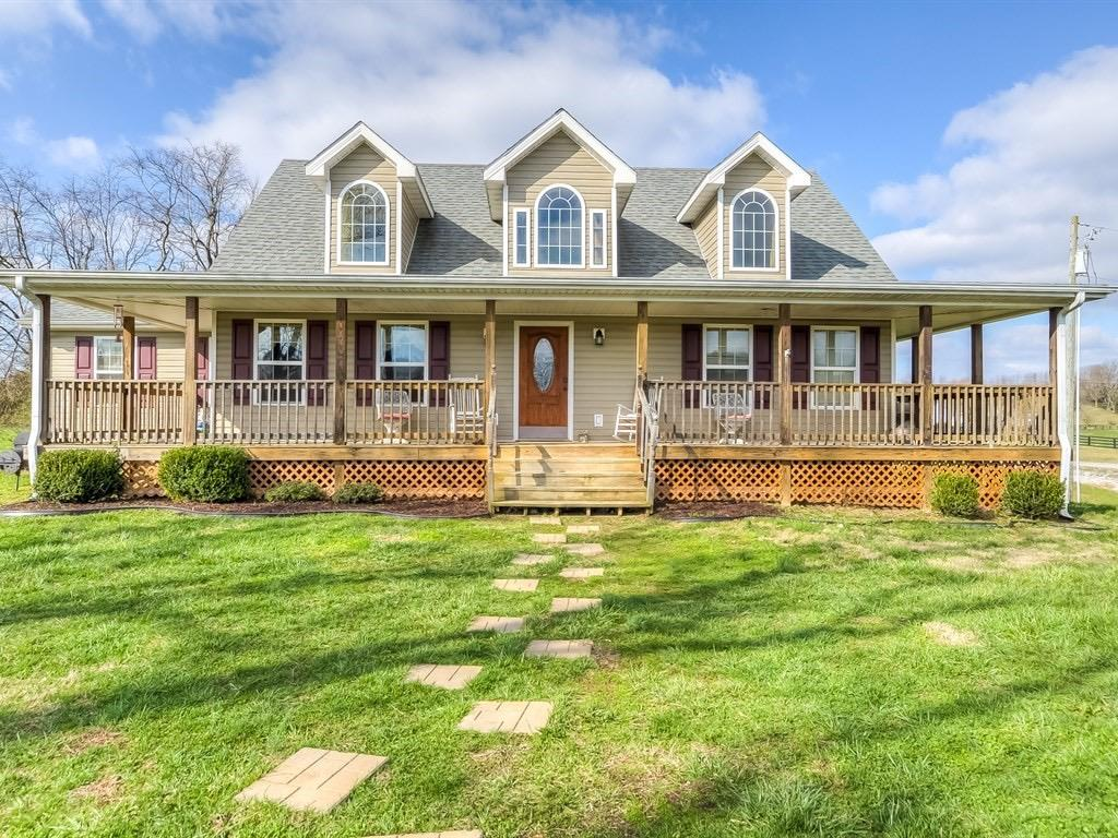 Welcome%20Home!%20%20This%204BR,%202.5%20BA%20Home%20is%20located%20conveniently%20along%20HWY%2034%20and%20has%20great%20views%20of%20Lake%20Herrington%20from%20the%20wrap%20around%20porch.%20This%20home%20has%20an%20amazing%20floor%20plan,%20with%20spacious%20bedrooms%20&%20baths,%20lots%20of%20storage,%20and%20custom%20cabinets.%20%20Call%20today%20for%20your%20private%20showing.
