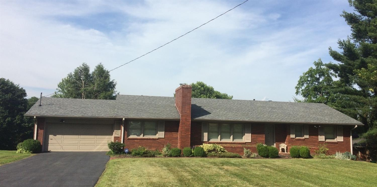 Beautiful,%20well%20maintained%20brick%20home%20located%20in%20the%20center%20of%20Danville%20in%20established%20Brenwood%20Subdivision.%20This%203%20bedroom,%201.5%20bath,%20one%20owner%20home%20offers%20original%20hardwood%20floors%20throughout%20(under%20carpet),%20New%20roof%20in%202015,%20replacement%20windows,%20Pella%20sliding%20patio%20door.%20This%20property%20is%20a%20must%20see.%20The%20inviting%20back%20patio%20offers%20a%20breathtaking%20view%20as%20it%20backs%20up%20to%20pasture%20land.%20Home%20does%20need%20some%20interior%20cosmetic%20updating.%20This%20is%20an%20estate%20sale%20and%20property%20is%20being%20sold%20as%20is.%20Therefore,%20sellers%20will%20not%20do%20any%20repairs.%20Buyers%20are%20welcome%20to%20do%20a%20home%20inspection%20for%20their%20own%20satisfaction.%20Perfect%20location%20close%20to%20Centre%20College,%20Pioneer%20Playhouse,%20along%20with%20all%20the%20convenience%20of%20shopping%20centers,%20grocery%20stores%20and%20restaurants.