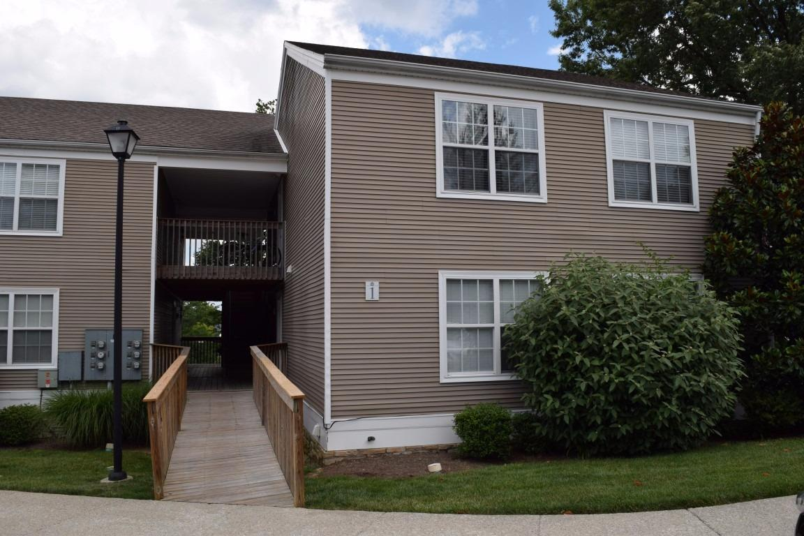 Lovely%202%20bedroom,%201%20full%20bath%20condo%20(End%20Unit)%20located%20in%20the%20heart%20of%20the%20Tates%20Creek's%20corridor.%20Minutes%20from%20downtown,%20campus,%20New%20Circle,%20and%20Man%20O%20War.%20Condo%20offers%20new%20carpet,%20full%20complement%20of%20appliances%20including%20stackable%20washer/dryer%20and%20equipped%20with%20sprinkler%20system.%20Condo%20fee%20includes%20Water%20&%20Sewer,%20Trash%20Pick-up,%20Snow%20Removal,%20Clubhouse%20and%20Fitness%20Center.%20Call%20today%20for%20your%20own%20private%20viewing!