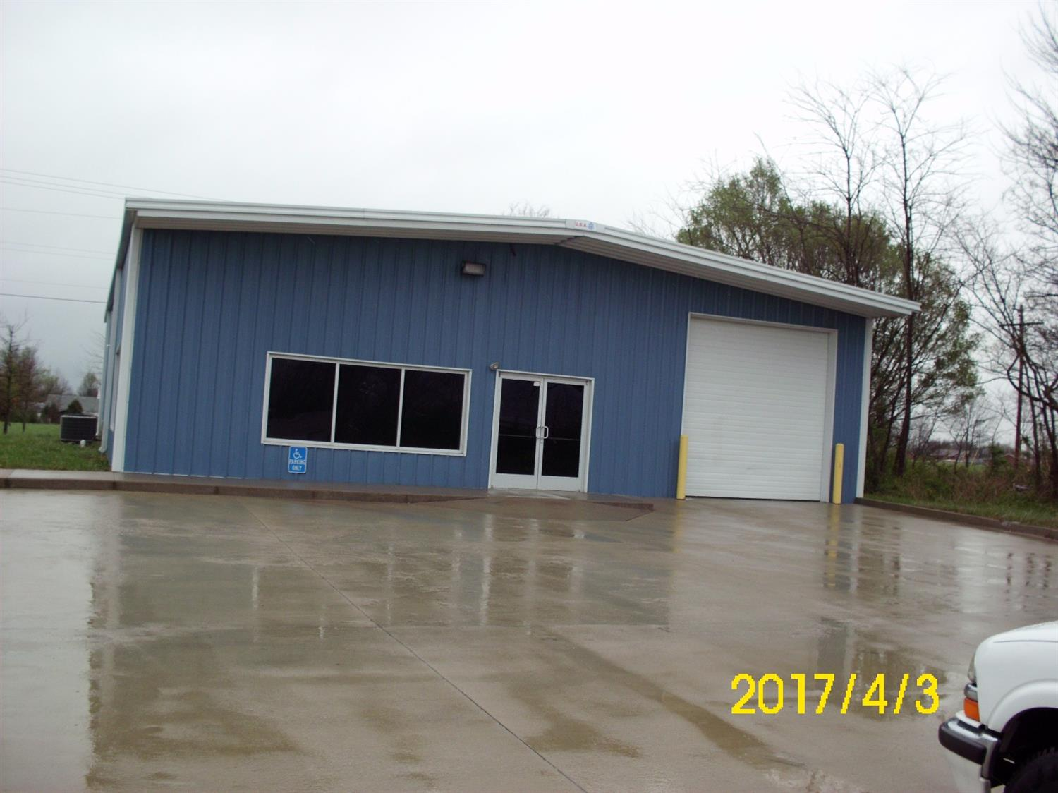 Beautiful%20warehouse%20with%20drive%20in%20door%20in%20industrial%20park%20in%20Berea.%20Building%20has%20insulated%20walls%20and%20ceilings.%20Plenty%20of%20parking%20and%20only%20a%20couple%20minutes%20away%20from%20I-75.%20Call%20today%20for%20your%20private%20showing.